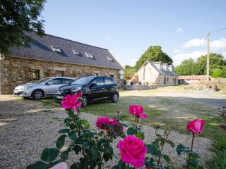 Lovely Gite with Washing Machine and Television - Carnoet vacation rentals