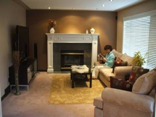 Fully furnished 4 bed 3.5 bath house in ArbourLake - Calgary vacation rentals