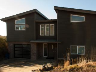 Crescent Vue...New Contemporary Beach Home - Tillamook vacation rentals