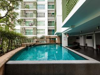 Metro view of studio near BTS-sky train-Ari station - Bangkok vacation rentals