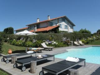 MAGNIFIQUE VILLA BASQ,PISCINE CHAUFFEE, 5 CHBRES - Arcangues vacation rentals