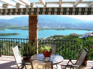 Casa Maroma, sleeps 8, 3 beds, stunning lake view - Vinuela vacation rentals