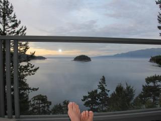 Perfect 4 bedroom Garden Bay House with Deck - Garden Bay vacation rentals