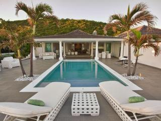 The White pearl villa with private beach, jacuzzi and pool - Baie Rouge vacation rentals