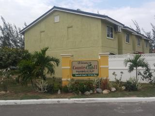Cozy 2 bedroom Townhouse in Portmore with Internet Access - Portmore vacation rentals