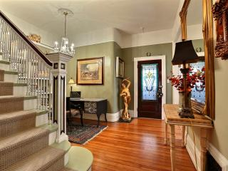 Mombo's Victorian 2 to3 Bed...3 Bath sleeps 2 to 6 - Denver vacation rentals