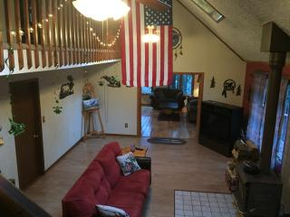 Convenient Chalet with Deck and Dishwasher - Blakeslee vacation rentals