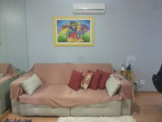 Apartado em condomínio fechado com café da manhã - Foz de Iguassu vacation rentals