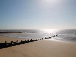SEASPRAY ON THE BEACH - Walton-on-the-Naze vacation rentals