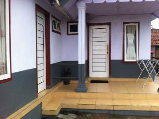 Cozy 2 bedroom Guest house in Probolinggo - Probolinggo vacation rentals