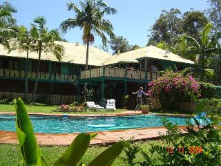 Comfortable 4 bedroom Nerang Bed and Breakfast with Internet Access - Nerang vacation rentals
