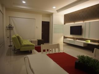 Nice Townhouse with Washing Machine and Television - Kuching vacation rentals