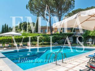 Comfortable 6 bedroom Villa in Arezzo with Internet Access - Arezzo vacation rentals
