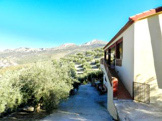 Spacious chalet with garden & WiFi - Martos vacation rentals