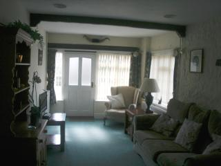 Quiet compfortable cottage in a village setting - Axmouth vacation rentals