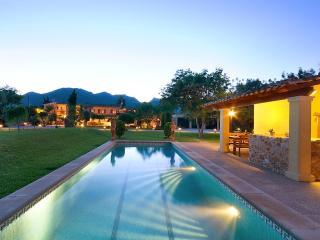 Beautiful 5 bedroom Pollenca Villa with Internet Access - Pollenca vacation rentals
