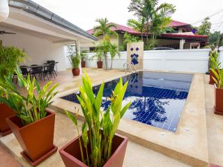 Ban amphur/ban amphoe 4 bed near beach with pool - Sattahip vacation rentals
