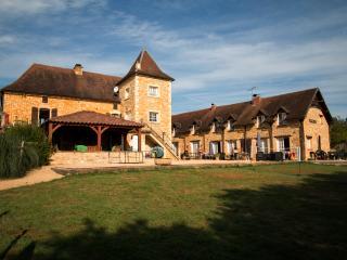 4 Stone Gites, peaceful location, large pool. - Saint-Aubin-de-Nabirat vacation rentals