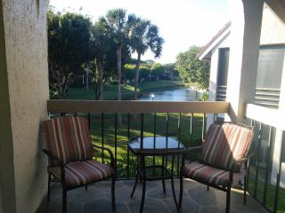 Cozy 2 bedroom Condo in Boynton Beach with Internet Access - Boynton Beach vacation rentals