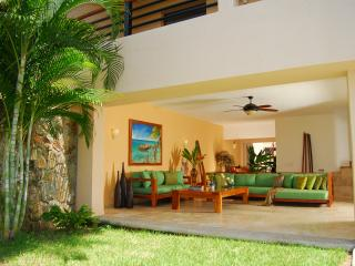 Perfect Condo with Internet Access and A/C - Ixtapa vacation rentals