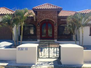 House With 4 Master Bedrooms And 5 Bath - Noord vacation rentals