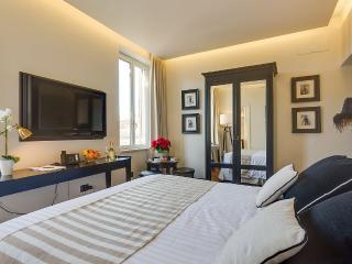 Colosseum Luxury apartment (8p) - Rome vacation rentals