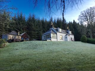Gorgeous Cottage with Hot Tub and Television - Craigellachie vacation rentals