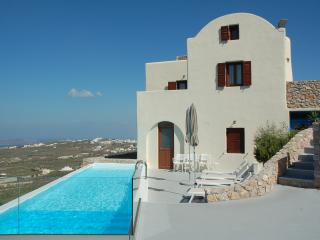 Nice Villa with Housekeeping Included and Television - Pyrgos vacation rentals