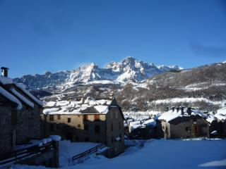 Flat in Spanish Pyrenees with spectacular views - Jaca vacation rentals