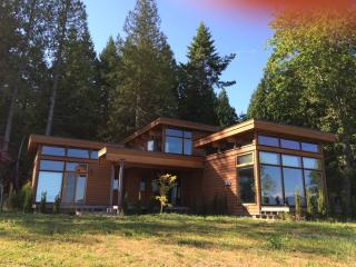 Gorgeous 1 bedroom Gibsons House with Television - Gibsons vacation rentals