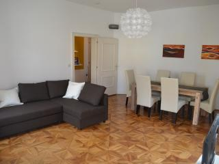 Nice Condo with Television and Mountain Views - Innsbruck vacation rentals