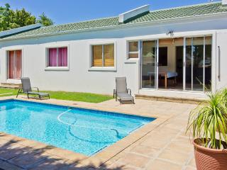 Summer Beach Holiday House mit  Pool / Capetown Kapstadt nahe Bloubergstrand - West Beach vacation rentals