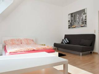 Top Location - Studio Apartment Yellow - Dortmund vacation rentals
