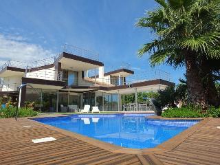 Bright 5 bedroom Villa in Calafat - Calafat vacation rentals