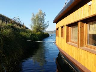 LOIRE VALLEY  La Toue Charme - Boat Cabin - Azay-le-Rideau vacation rentals