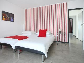 2 bedroom Apartment with Internet Access in Cologne - Cologne vacation rentals