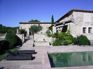 Céreste en Luberon, bergerie rénovée sur 47 ha - Cereste vacation rentals