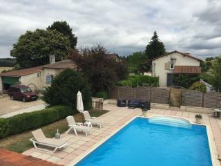 Beautiful 4 bed farmhouse nr Brantome 20% discount - Dordogne Region vacation rentals