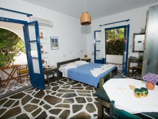 ANGIE'S 1 BEDROOM STUDIO FOR 2 GUESTS, PAROS - Parikia vacation rentals