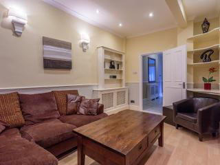 Two Bedroom Garden Apartment - London vacation rentals
