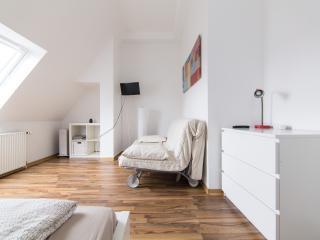 Top Location - Studio Apartment Red - Dortmund vacation rentals
