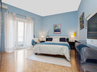 Vatican Apartment -  freeWIFI,TV SAT,AC,metro 250m - Rome vacation rentals
