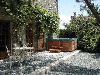 Cottage with hot tub in heart of rural France - Arnac-Pompadour vacation rentals