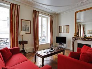 Elegant Three Bedrooms Beaux Arts Saint Germain - Paris vacation rentals