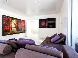 LA110 Beverly Hills Ellison Estate - Beverly Hills vacation rentals
