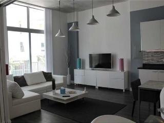 Nice Condo with Internet Access and A/C - Hollywood vacation rentals