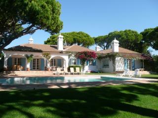 Moradia V4 - GA-4397 - Vale do Garrao vacation rentals