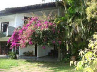 4 bedroom House with Internet Access in Guaratuba - Guaratuba vacation rentals