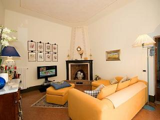 Bright House with Deck and Internet Access - Fabbrica di Peccioli vacation rentals