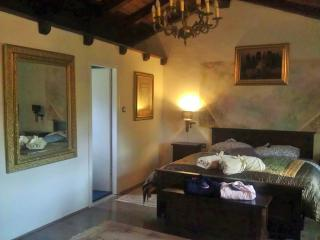 Nice Villa with Television and Mountain Views - Hum vacation rentals